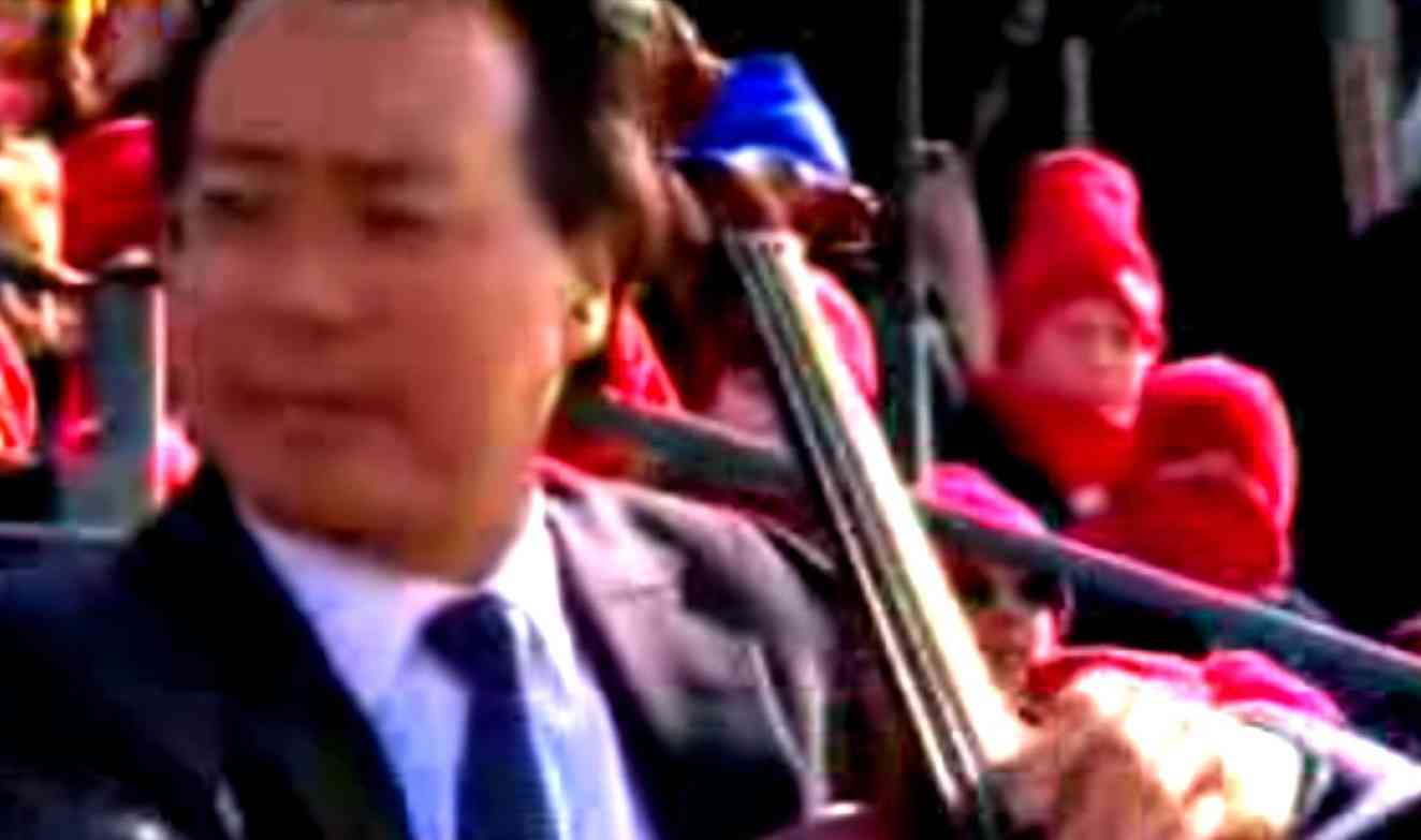 Yo-Yo Ma, freezing on Obama inauguration dais, Washington, D.C., 20-JAN-2009