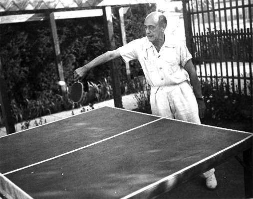 Schoenberg discursively playing chamber pingpong in 1930